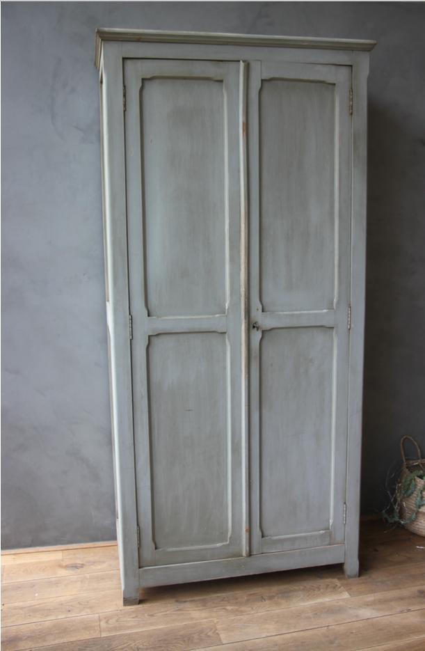 armoire parisienne avec sa patine d origine petite belette. Black Bedroom Furniture Sets. Home Design Ideas