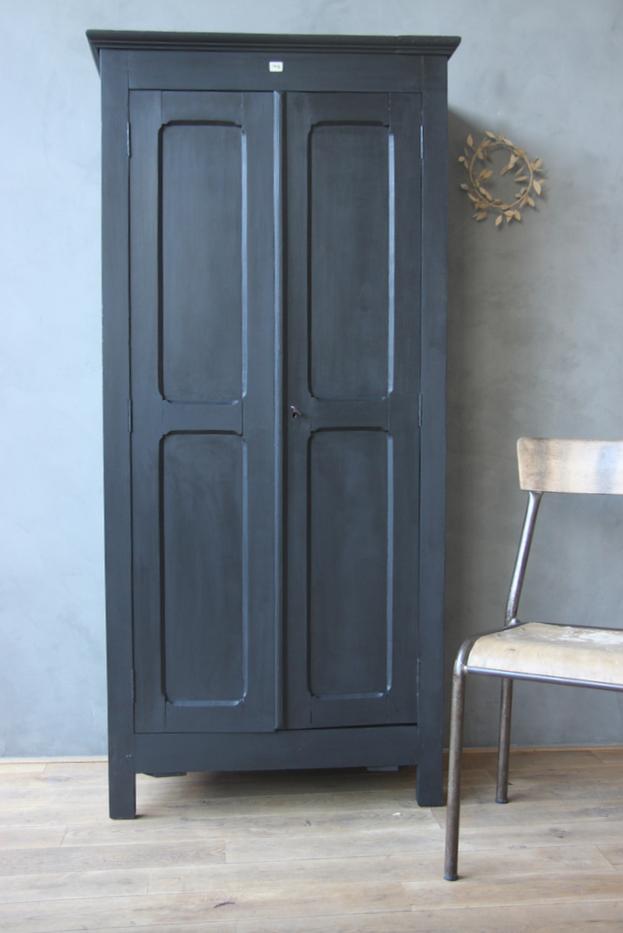 armoire noire petite belette. Black Bedroom Furniture Sets. Home Design Ideas