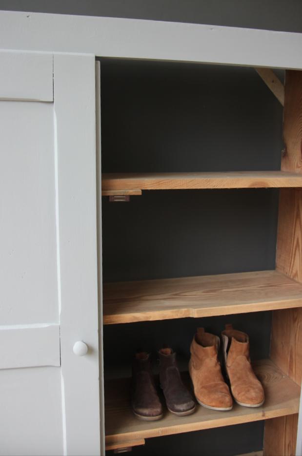 Meuble troit chaussures petite belette for Meuble pour couloir etroit
