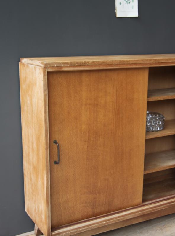 buffet vintage long et troit petite belette. Black Bedroom Furniture Sets. Home Design Ideas